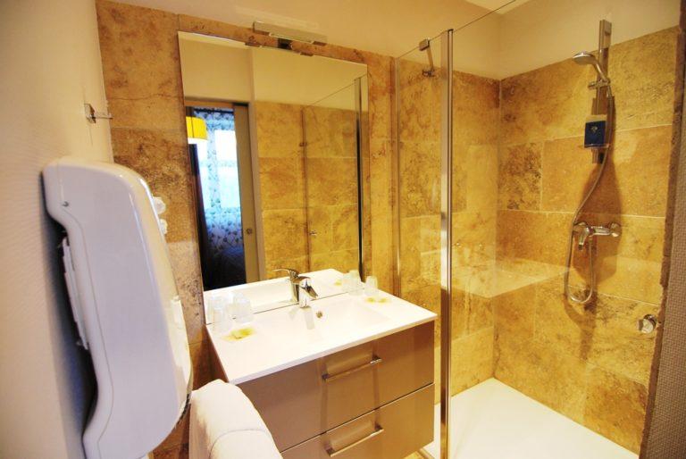 Appart'Hôtel à Autun salle de bain