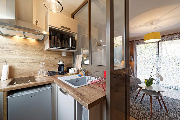 Appart'Hôtel à Autun vue du coin cuisine