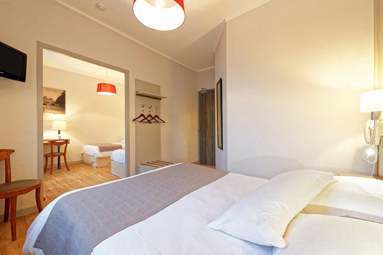 Hotel du Commerce - Chambre familliale 3 à 4 personnes - vue 3