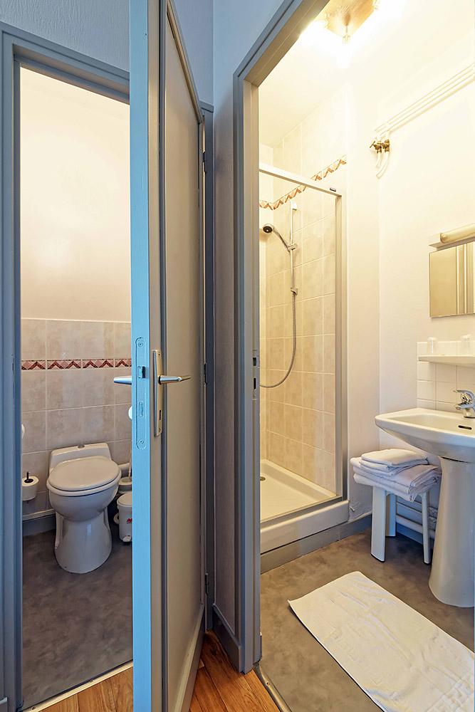 Hotel Du Commerce Autun - Salle de bain