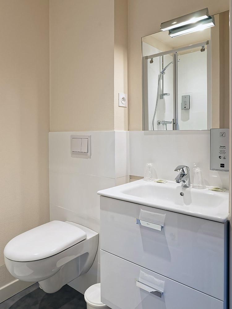 Hotel Du Commerce Autun - Salle de bain 3
